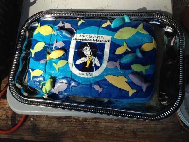 Selbstgemachter Kuchen mit Vereinslogo